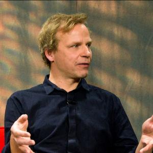 Filosof Joel Backström i Kvanthopps studio.