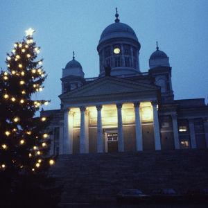 Suurkirkko, Senaatintorilla joulukuusi