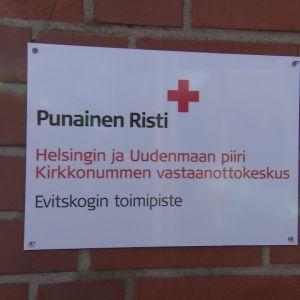 SPR:n Evitskogin vastaanottokeskuksen nimikyltti.
