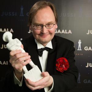 Parhaan dokumenttielokuvan Jussi-palkinto: Ville Suhonen (Ompelijatar)