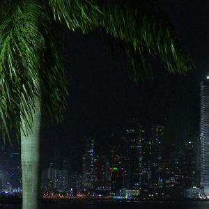 Veroparatiisina tunnettu Panama Cityn skyline iltavalaistuksessa.