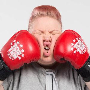 Jenny Lehtinen nyrkkeilee