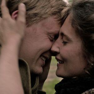 Antoine (Thierry Godard) ja Geneviève (Léa Miguel) sarjassa Ranskalainen kylä