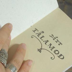 En sida i lilla vänskapsboken med text ditt tålamod.