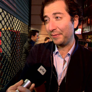 Parisaren Joel intervjuas som ögonvittne till polisoperationen efter skottlossning i Paris.
