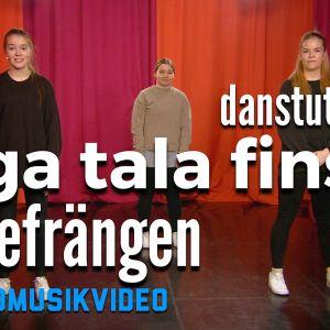 Elsa, Ronja och Sofia står på en scen