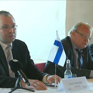 Försvarsminister Jussi Niinistö, försvarsminister Peter Hultqvist och policydirektör Svein Efjestad.