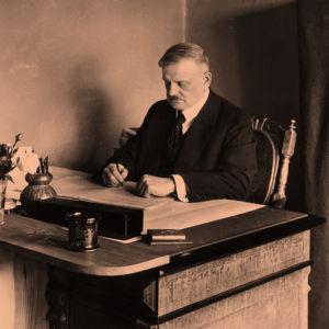 Säveltäjä Jean Sibelius Ainolassa 1915
