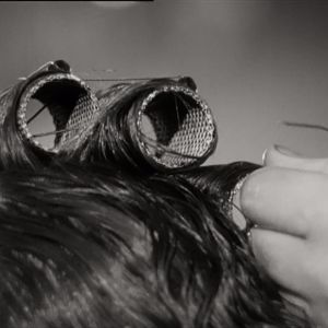 närbild av papiljotter i svartvitt