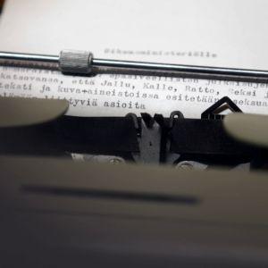 Valituskirjelmä kirjoituskoneessa oikeusministeriölle pornolehtien sisällöstä.