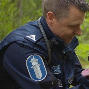 Poliisi ja poliisikoira