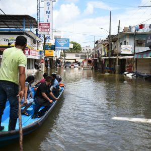 Nate har redan drabbat södra Mexiko, där städer som hamnstaden Veracruz har översvämmats