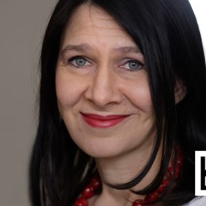 Kirjailija Riina Katajavuori.