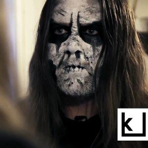 """Norjalainen muusikko Vegar """"Vyl"""" Larsen keikkamaskeissaan."""