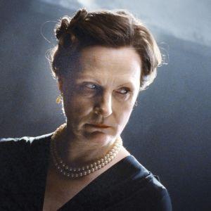 Elokuva Hella Wuolijoen uskomattomasta elämästä. Pääroolissa Tiina Weckström.