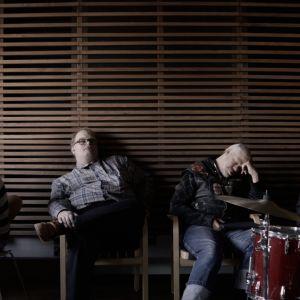 Dokumenttielokuva Tokasikajuttu näyttää Pertti Kurikan Nimipäivien nousu- ja laskukiidot yhtyeen kolmen viimeisen vuoden ajalta.