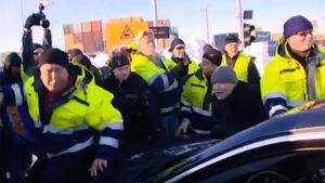 Stuvare blockerar en bil