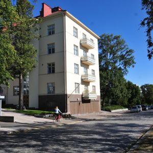 I huset på Strandgatan 15 finns Nelin-Cronströms konsthem.