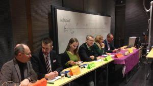 Mikko Rönnholm, Tommy Björkskog, Saara Ilvessalo, Timo Kaunisto, Annika Lapintie och Stefan Wallin i EU-debatt