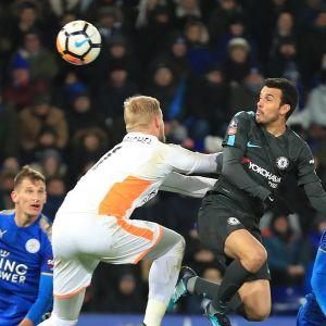 Pedro nickar in ett mål mot Leicester för Chelsea.