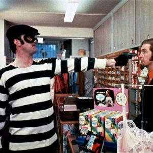 Kuva elokuvasta Monty Pythonin paremmat pilat (An now for something completely different).