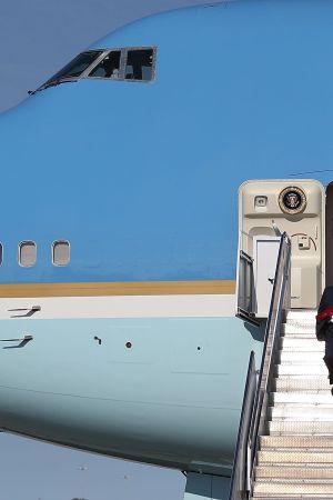 Donald Trump anländer till Florida med Air Force One