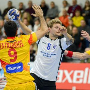 Oscar Kihlstedt med bollen