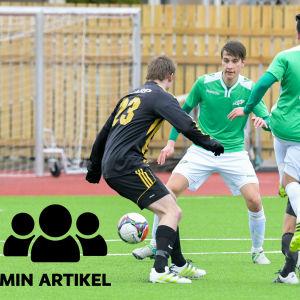 EIF:s rasmus Sjöholm distraheras av motståndarlagets spelare.