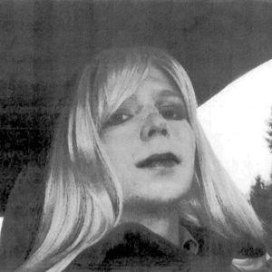 Bradley Manning i peruk, innan han byte sitt namn till Chelsea Manning.