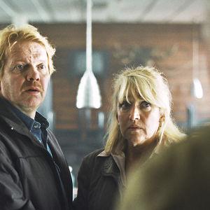 Hopeanuolet on kolmiosainen road-movie kahdesta naisesta, Ritvasta ja Marja-Leenasta.