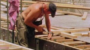 Kirvesmies työssään Irakissa vuonna 1980.