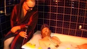 Aarne Tenkanen kokee kylpemisen eroottisena kokemuksena.