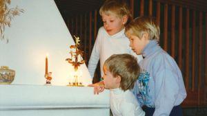 Mikkal, Saammal ja Petteri Morottaja jouluna 1989.