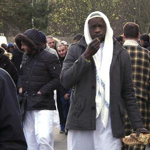 Äärioikeistolainen Front National haluaa sulkea Ranskan rajat siirtolaisilta ja erota EUsta. yle tv1