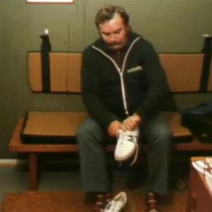Mies pukee lenkkareita