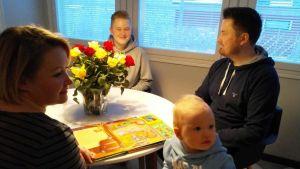 Jere Pernu med familj