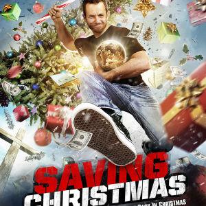 filmomslaget till filmen Saving christmas. en tecknad gubbe med julpynt omkring sig.