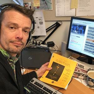 Kääntäjä Sampsa Peltonen suomentaa Oscar-gaalaa 2017
