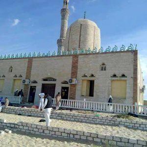 Över femtio personer har dödats i en attack mot en moské på Sinaihalvön.