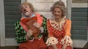 Sirkuspelle Hermanni yrittää kosia Sylviaa.