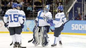 Finska spelare i OS i Sotji. Målvakten Noora Räty i mitten.