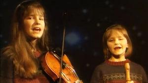 Jemina ja Selina Sillanpää laulavat jouluohjelmassa.