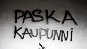 Oulussa oleva seinäkirjoitus Paska kaupunni