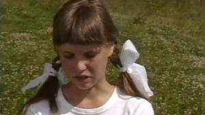 Tyttö esiintyy Moi-ohjelmassa.
