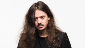 Säveltäjä ja basisti Lauri Porra.