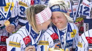 Saija-Maria Saari och Paula Saloranta.