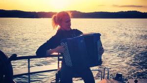 Harmonikansoittaja Viivi Maria Saarenkylä.