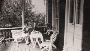 Kaffe på Strömsövillans veranda