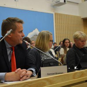 Samuel Broman (SFP) under diskussionen om fusionsförhandlingar med Vasa stad.
