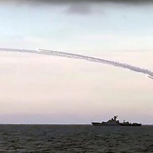 Ryska kryssningsmissiler avfyras mot Syrien från fartyg i Kaspiska havet.